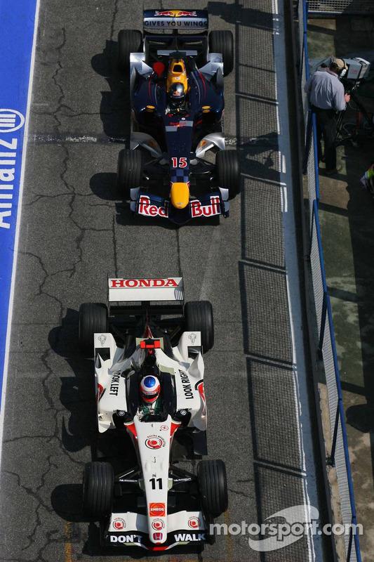 Rubens Barrichello devant Christian Klien