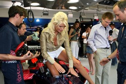 Journalist Carolina Gynning in the garage of Scuderia Toro Rosso