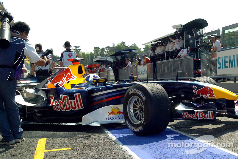 David Coulthard sort du garage