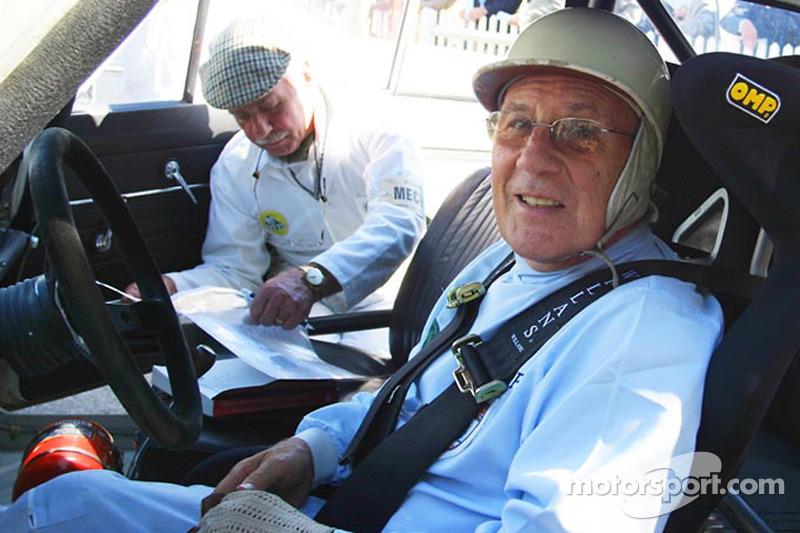 Le pilote de légende Sir Stirling Moss lance son site Internet personnel