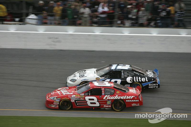 Dale Earnhardt Jr. y Ryan Newman