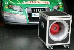 Le ventilateur pour aérer la voiture dans le garage