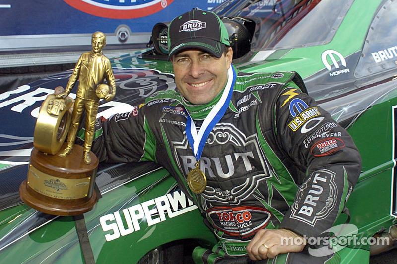 Ron Capps affiche son trophée