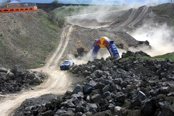 Red Bull goes off track: David Coulthard and Giniel de Villiers in a Volkswagen Touareg