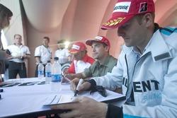 Gianmaria Bruni signe des autographes