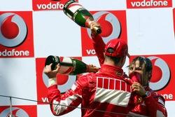 Podium : champagne pour Michael Schumacher