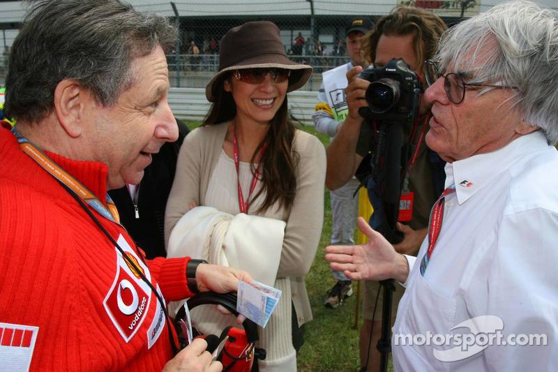 Jean Todt soulève 20 euros de Bernie Ecclestone