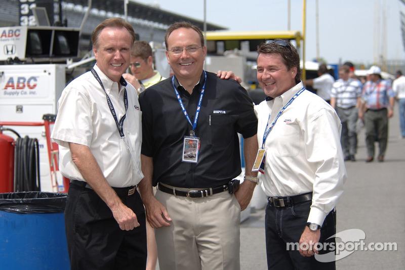 Une partie de l'équipe de ABC pour les Indy 500: Marty Reid, Dr. Jerry Punch et Scott Goodyear
