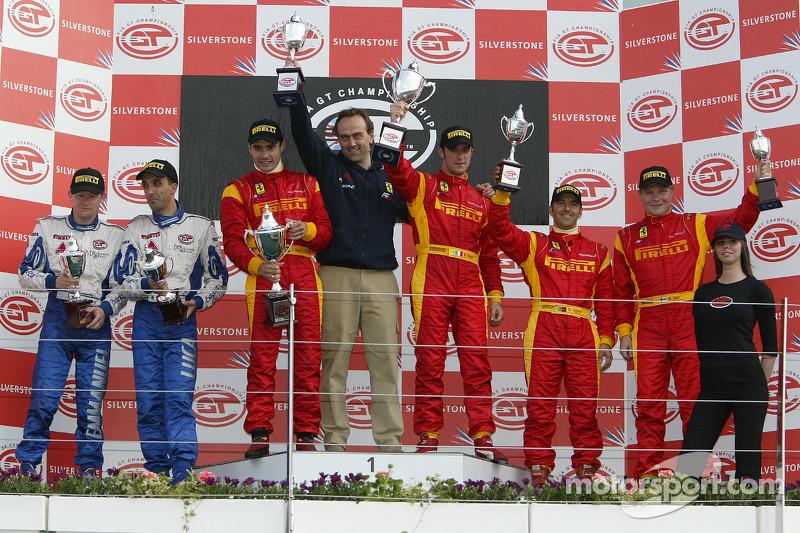 Podium GT2: les vainqueurs Matteo Bobbi et Jaime Melo, avec les deuxièmes Emmanuel Collard et Luca Riccitelli, et les troisièmes Mika Salo et Rui Aguas