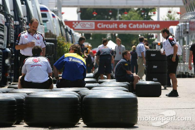 Des pneus Michelin dans la ligne des stands