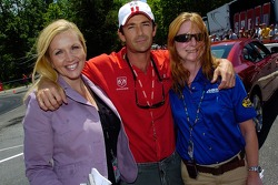 Luke Perry poses for a photo with Jennie Garth (left) and Tori Spelling at Darlington. Uh, wait a minute, that's actually Linda Przygodski (Motorsport.com) and Denise Wood (MRN/Racing Milestones).