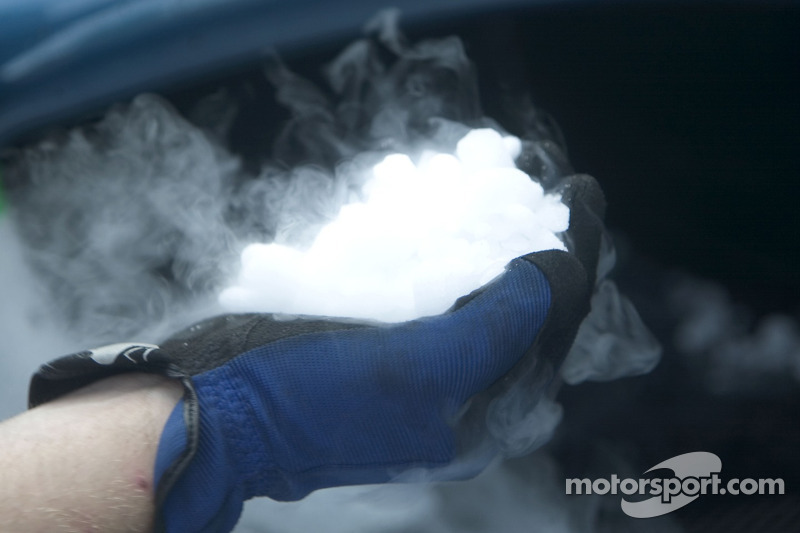 Neige carbonique pour refroidir le moteur