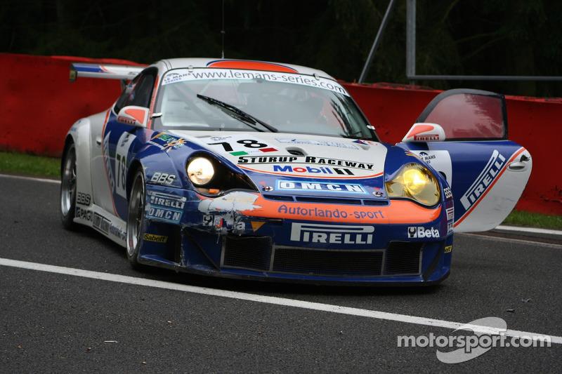 Accident au départ: #78 Autorlando Sport Porsche GT3 RSR: Gunnar Kristensen, Allan Simonsen, Jens Edman