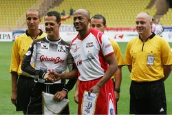 Match de football de charité: Michael Schumacher et Frank Fredericks, l'ancien athlète olympique
