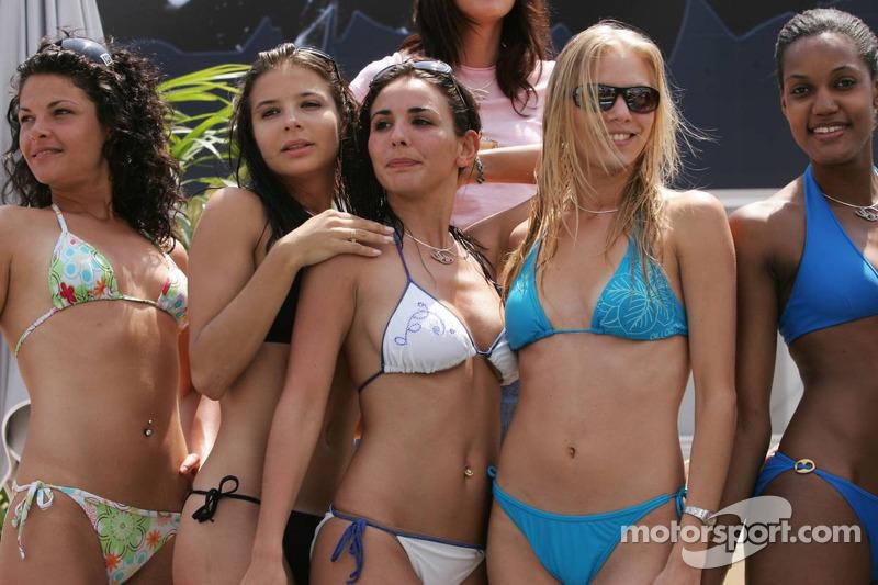 Des jeunes femmes de Formule 1 au Red Bull Energy Station