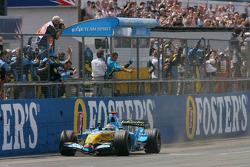 Fernando Alonso takes the checkered flag