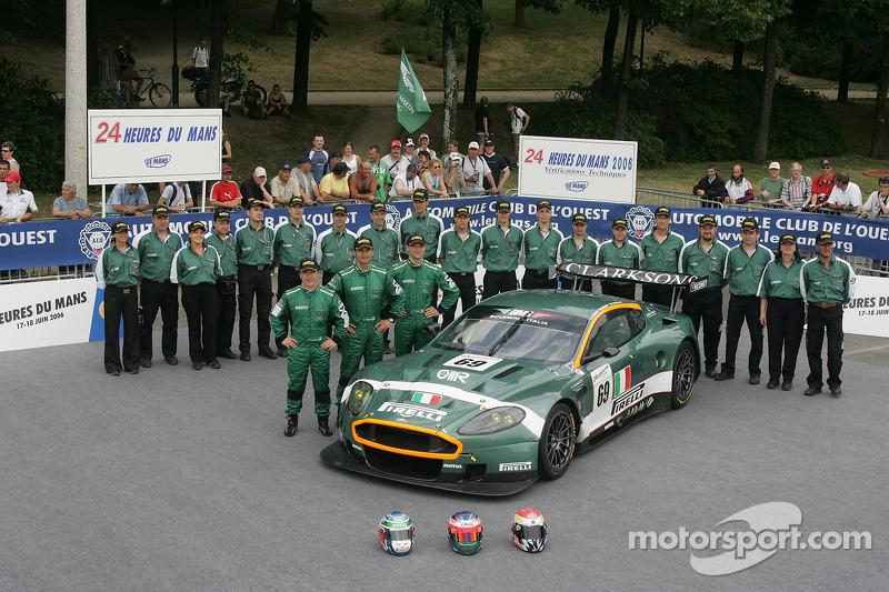 Fabio Babini, Christian Pescatori, Fabrizio Gollin, et l'équipe BMS Scuderia Italia avec la BMS Scuderia Italia Aston Martin DBR9