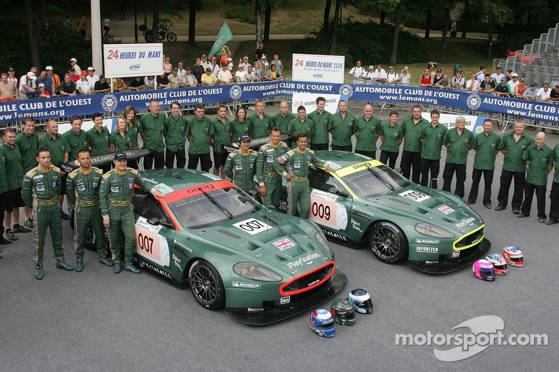 Tomas Enge, Andrea Piccini, Darren Turner, Pedro Lamy, Stéphane Sarrazin, Stéphane Ortelli, et l'équipe Aston Martin Racing avec la Aston Martin Racing Aston Martin DBR9