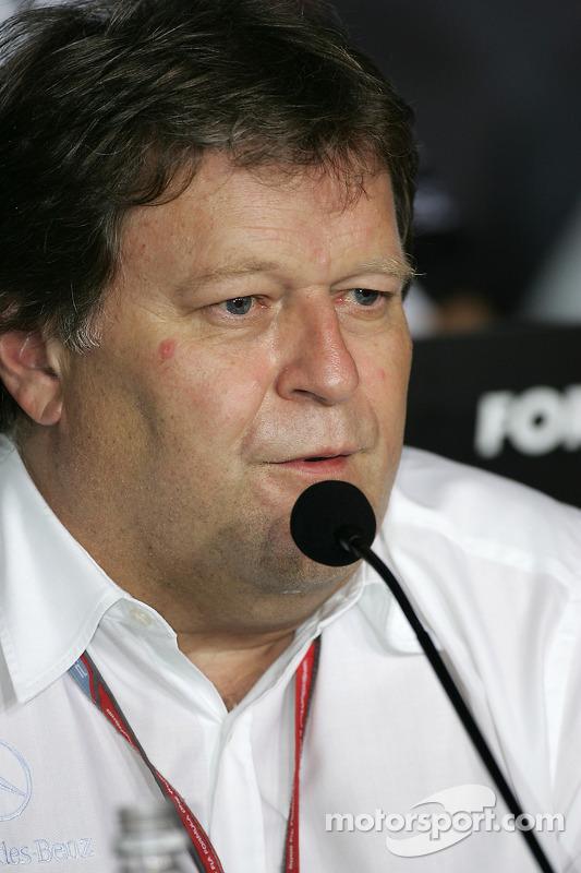 Conférence de presse de la FIA: Norbert Haug