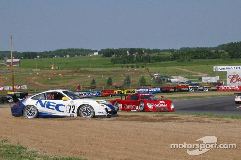 Tête-à-queue pour la #72 Tafel Racing Porsche GT3 Cup: Robin Liddell, Wolf Henzler et #99 Gainsco/ Blackhawk Racing Pontiac Riley: Jon Fogarty, Alex Gurney