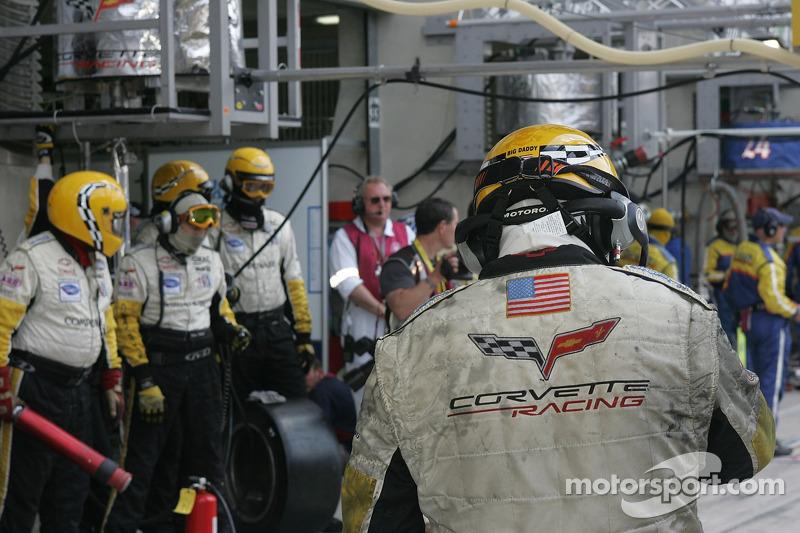 Corvette Racing avant leur dernier arrêt au stand