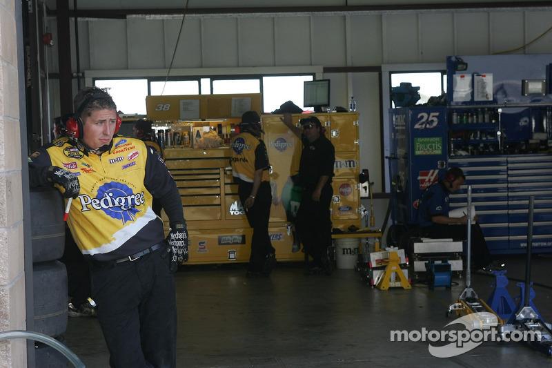 Un membre de l'équipe Robert Yates Racing
