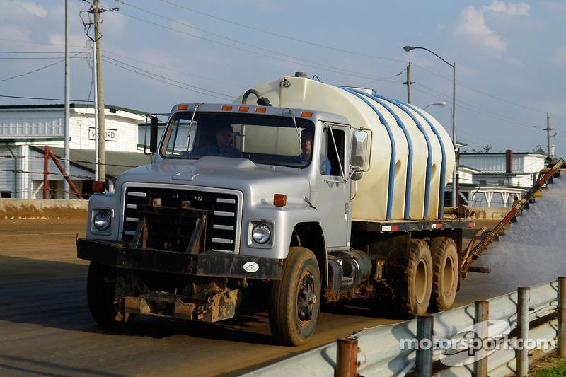 Préparation de la piste - vaporisez cette eau !