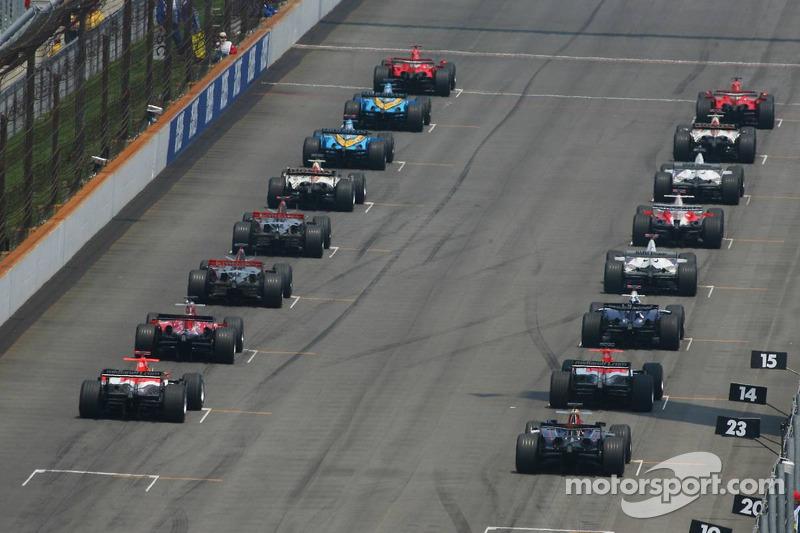 Départ : Felipe Massa et Michael Schumacher prennent la tête