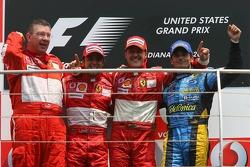 Podio: ganador de la carrera Michael Schumacher, segundo lugar Felipe Massa y tercer lugar Giancarlo Fisichella