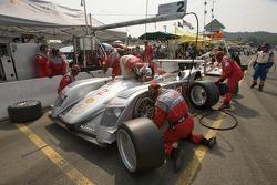 Pitstop for #2 Audi Sport North America Audi R8: Rinaldo Capello, Allan McNish