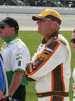 Dale Jarrett watches qualifying
