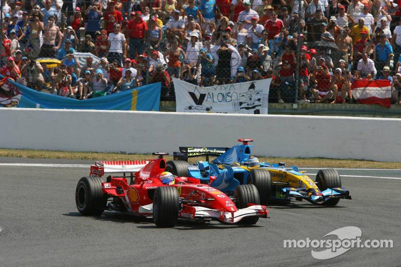 Départ: Felipe Massa et Fernando Alonso se battent