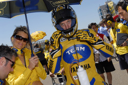 Colin Edwards en la parrilla de salida