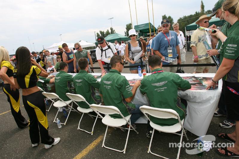 Les pilotes de l'équipe Aston Martin Racing