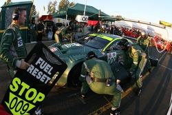 Pitstop for #009 Aston Martin Racing Aston Martin DB9: Pedro Lamy, Stéphane Sarrazin