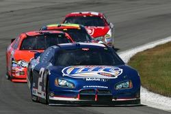 Kurt Busch leads a pack of cars