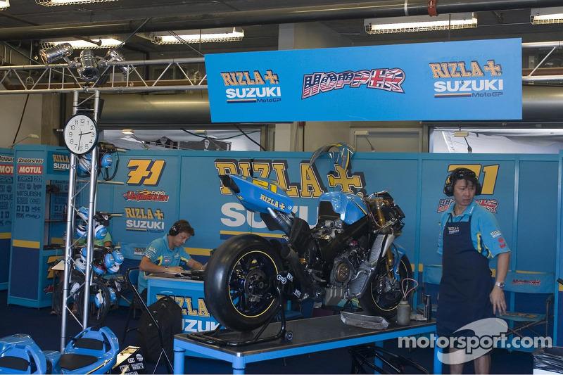 L'équipe Suzuki au travail