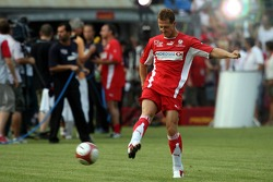 Evento de la UNESCO Juego del corazón, las superestrellas de F1 juegan contra las superestrellas RTL: Michael Schumacher