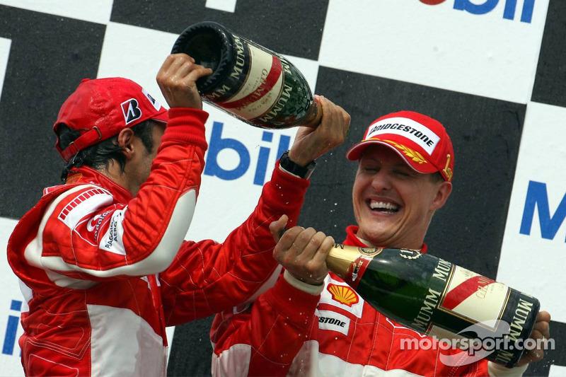 Podium: le vainqueur Michael Schumacher avec Felipe Massa