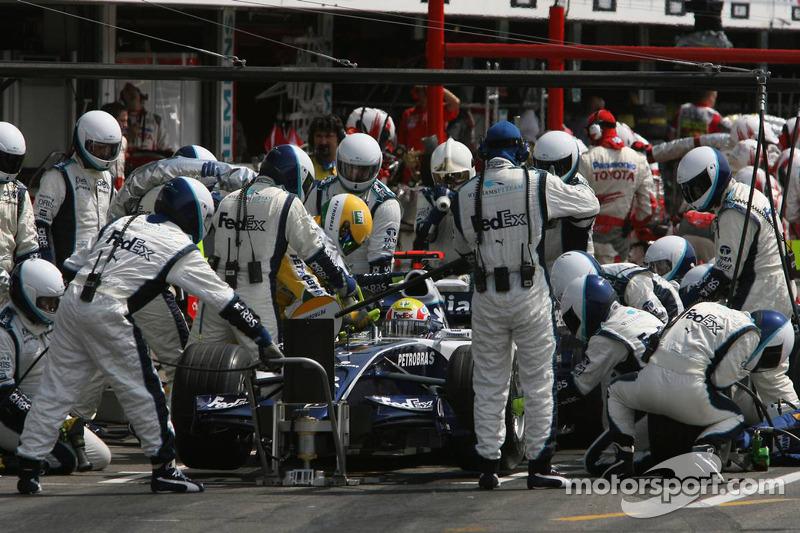 Parada en pits para Mark Webber