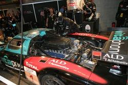 #1 Vitaphone Racing Team Maserati MC 12 GT1 pitstop