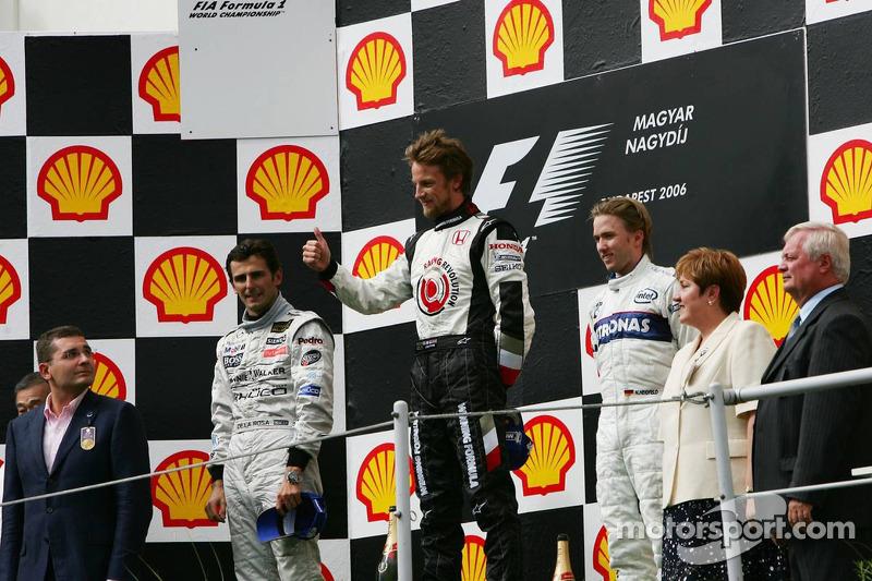 Podio: ganador de la carrera Jenson Button celebra con el  segundo lugar Pedro de la Rosa y el tercer lugar Nick Heidfeld