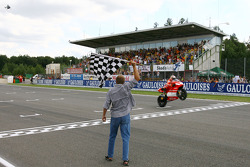 Loris Capirossi takes the checkered flag