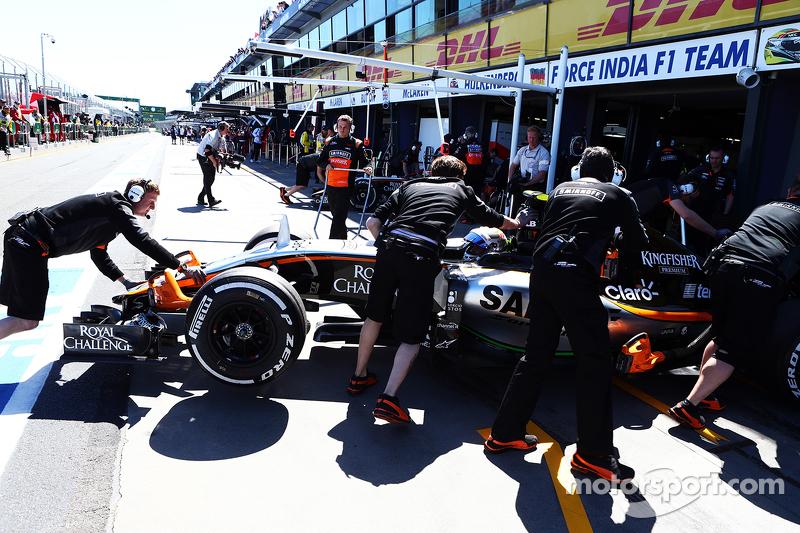 Sergio Perez, Sahara Force India F1 VJM08, in der Box