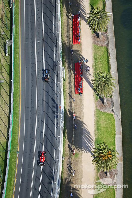 Sergio Pérez, Sahara Force India F1 VJM08 alfrente de Sebastian Vettel, Ferrari SF15-T