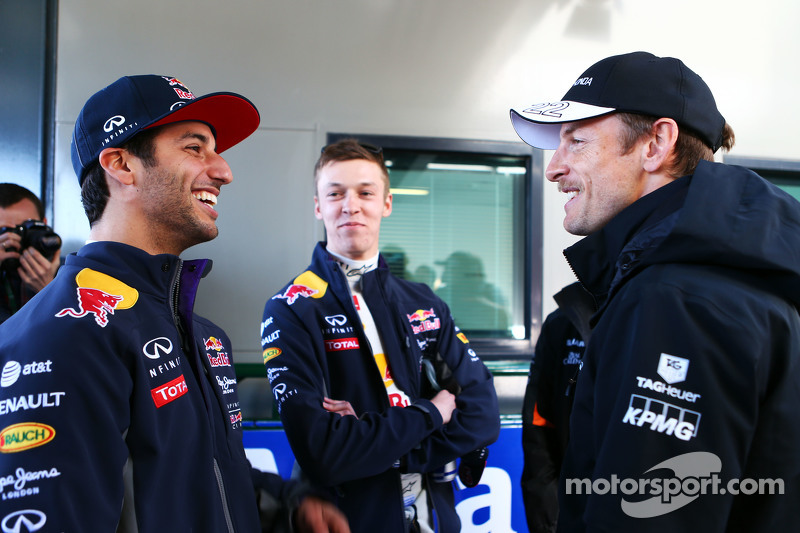 (Von links nach rechts): Daniel Ricciardo, Red Bull Racing, mit Daniil Kvyat, Red Bull Racing, und Jenson Button, McLaren