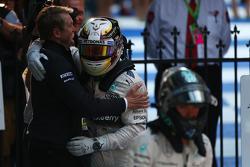 Lewis Hamilton (GBR) Mercedes AMG F1 and Nico Rosberg (GER) Mercedes AMG F1 W06. 15.03.2015. Formula 1 World Championship, Rd 1, Australian Grand Prix, Albert Park, Melbourne, Australia, Día de la carrera