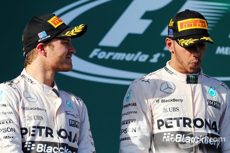 Peringkat kedua Nico Rosberg, Mercedes AMG F1 bersama team mate, dan race pemenang balapan, Lewis Hamilton, Mercedes AMG F1