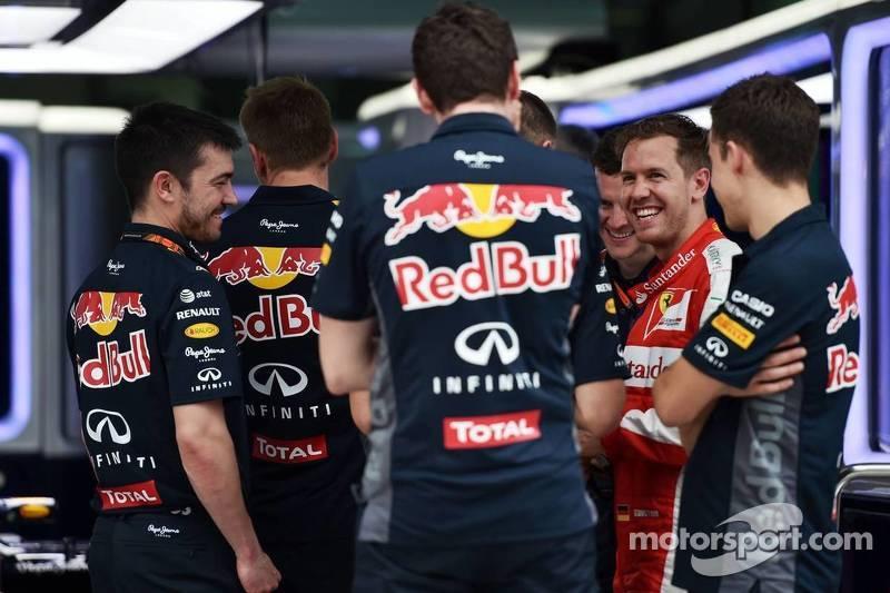 Sebastian Vettel, Ferrari, di Red Bull garage