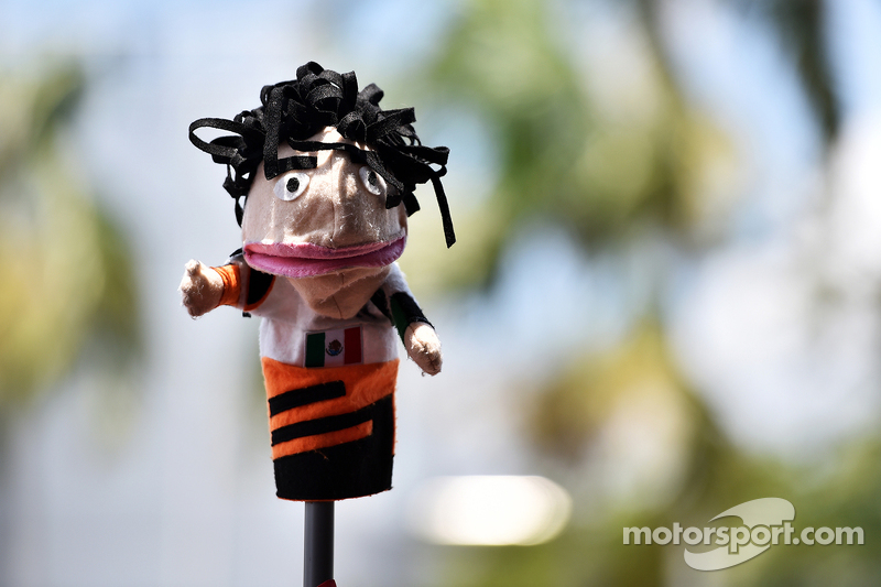 Sebuah boneka Sahara Force India F1 Team